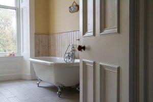 The bathroom of the Allan Room